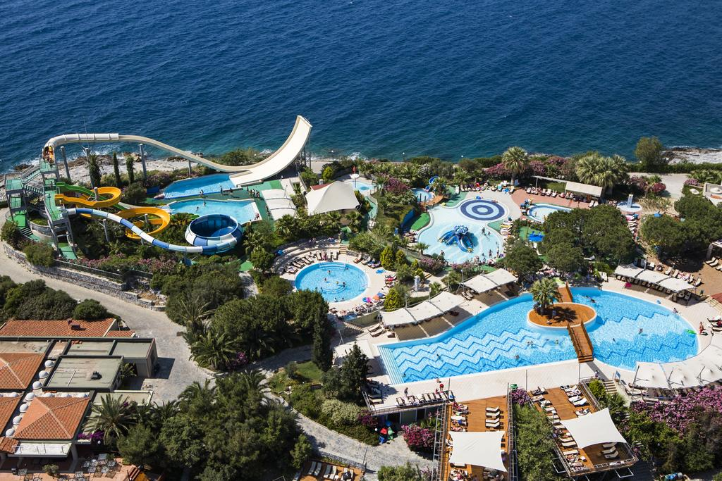PINE BAY HOLIDAY RESORT 5* Quşadası